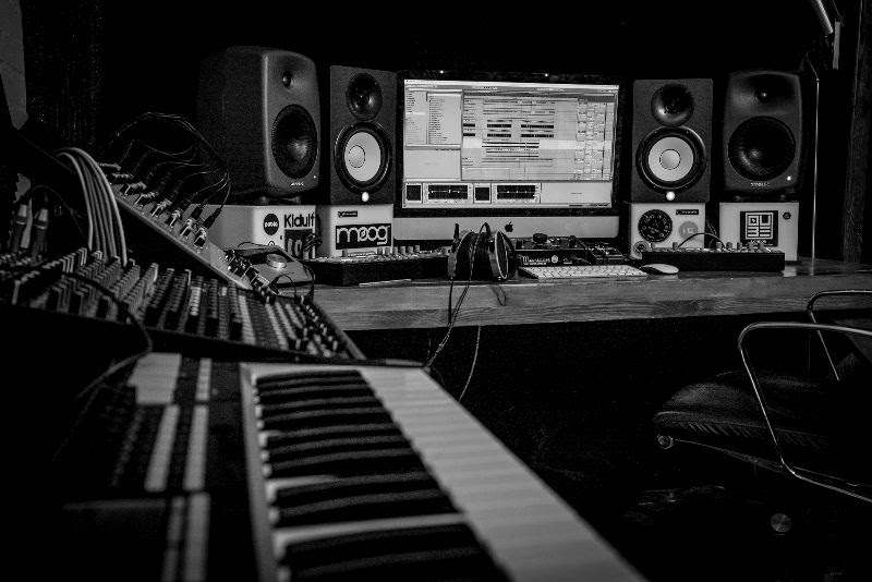 online music production session